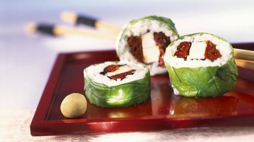 Простые закуски в оригинальной подаче суши