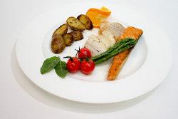 Периоды воздержания от пищи чередуются с периодами приема обычной пищи