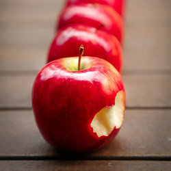 Поешьте! Но - что-то вкусное и полезное яблоко