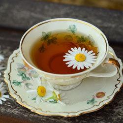 Заварить чашку ромашкового чая