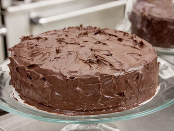 покрыть торт шоколадным ганашем