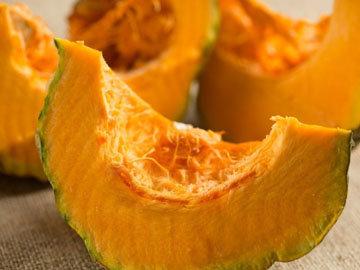 Оранжевые и желтые фрукты и овощи