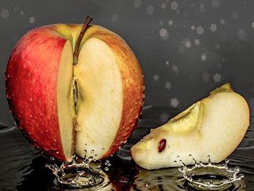 Яблоки против опухших век