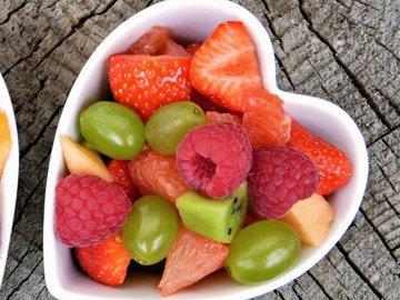 гранола с ягодами полезна