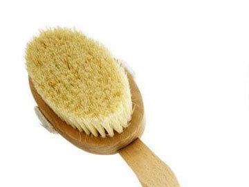 Сухой массаж щеткой от целлюлита и токсинов