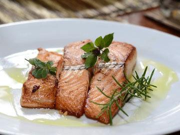 Жир лосося насыщает надолго