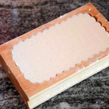 масло отжать в деревянную форму 3