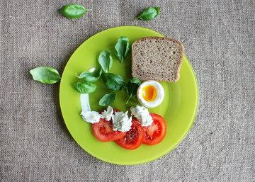 начать день с завтрака. желательно с яйцом.