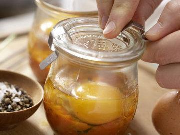 Пряные яйца в стакане 2