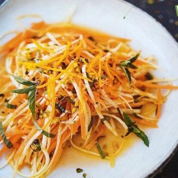 Обед Овощной салат с фисташками