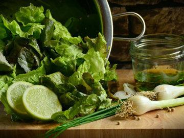 Железо содержится в бобах, чечевице и зеленых листовых овощах