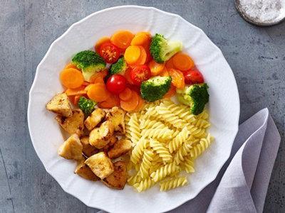 большую часть тарелки должны составлять овощи, другая половина лапша и продукты, богатые белком