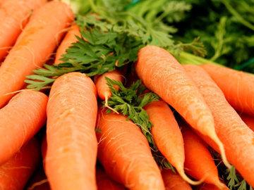 Яблоко + морковь = для более упругой кожи