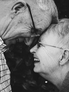 низкокалорийная диета с высоким содержанием белка может обеспечить пожилым людям пользу
