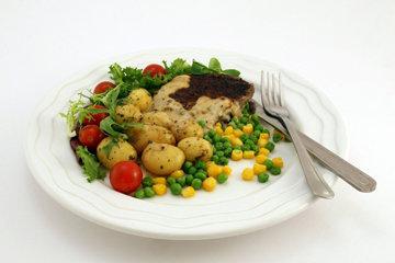 объединить белки с углеводами и полезными жирами