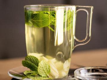 употребление чистой воды и травяного чая