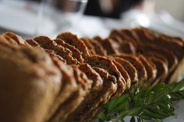 Рецепт низкоуглеводного хлеба с цуккини, куркумой и сыром
