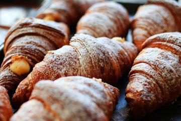 Хлеб, булочки и круассаны