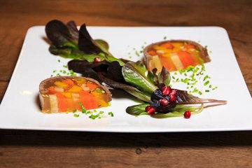Как подать салат с желатином