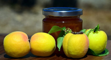 фрукты сохраняются в виде желе или джема