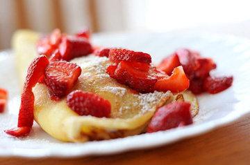 Как испечь сладкие блины без муки на завтрак