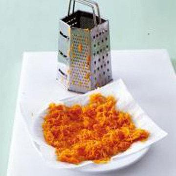 Очистить морковь и натереть на терке