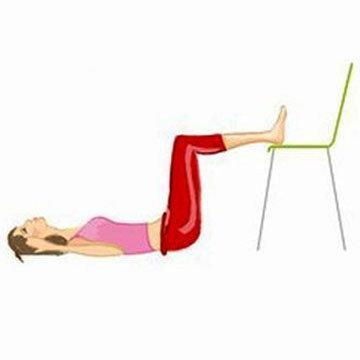 2-е упражнение Crunches со стулом 1