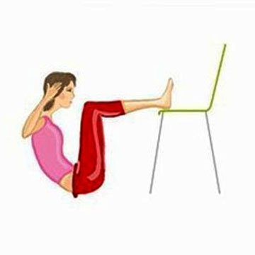 2-е упражнение Crunches со стулом 2