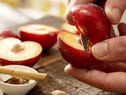 Вкусный диетический пирог с яблоками или сливой 5