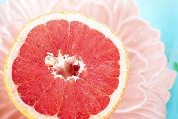 грейпфрут один из любимых фруктов, который помогает похудеть