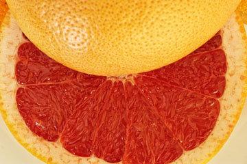 грейпфрут содержит всего около 40 калорий