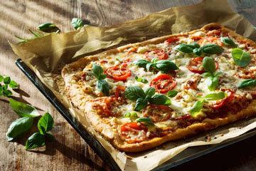 Как готовится диетическая пицца из тунца