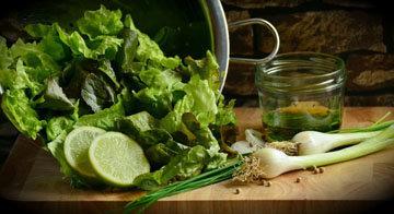чашка зеленых овощей