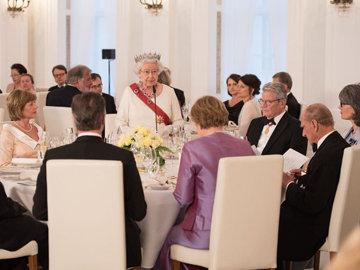 королева Елизавета II никогда не ест лук и чеснок