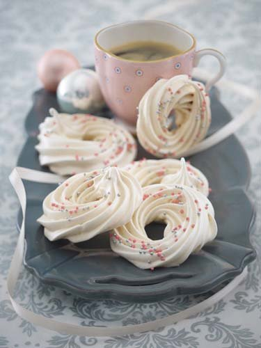 10. Диетическое рождественское печенье разноцветные кольца безе