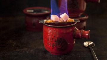 Особенный напиток Feuerzangenbowle
