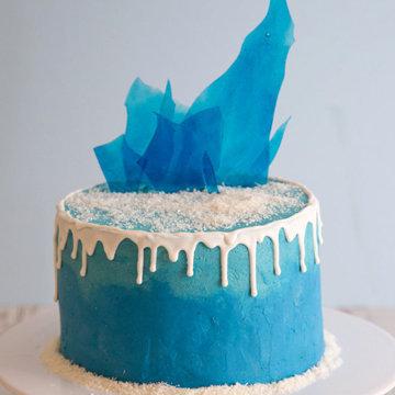 Торт можно украсить льдинками