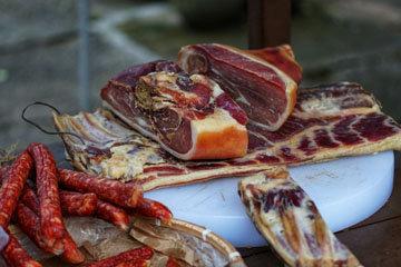 12. Копченые колбаса и мясо