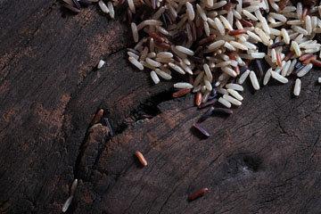 60% ЕДЫ. Доля зерновых как рис, полба, ячмень, овес, кукуруза, рожь или цельное зерно