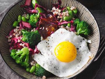 Гречка с брокколи и яйцом