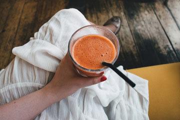 стакан молочного коктейля
