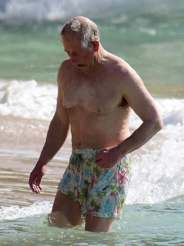 принц Чарльз демонстрирует свое спортивное телосложение