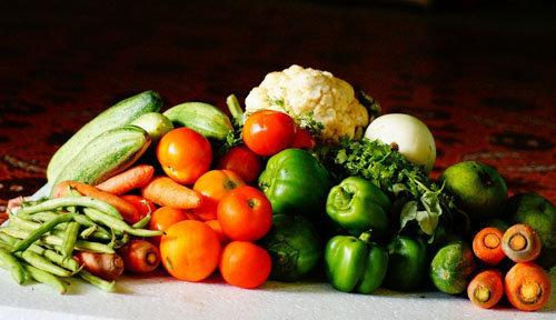 Полезные овощи и фрукты - радуга в тарелке