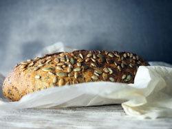 Вечером рекомендуется употреблять белковый хлеб