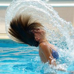 Посетите плавательный бассейн или сауну