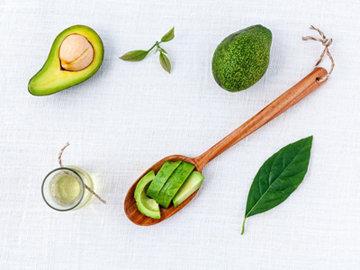 Большинство продуктов, необходимых для ухода за руками и ногтями, найдутся у каждого в кухне