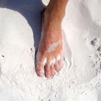 хождение босиком по песку