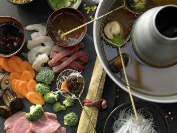 Азиатское фондю с рыбой и креветками