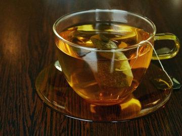 Черный чай и ромашковый чай