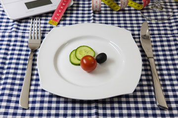сократить ежедневное потребление калорий